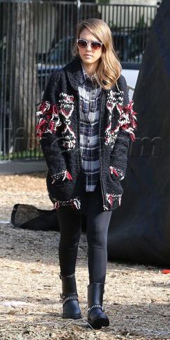 black-leggings-jessicaalba-black-shoe-booties-sun-black-cardiganl-fall-winter-hairr-weekend.jpg