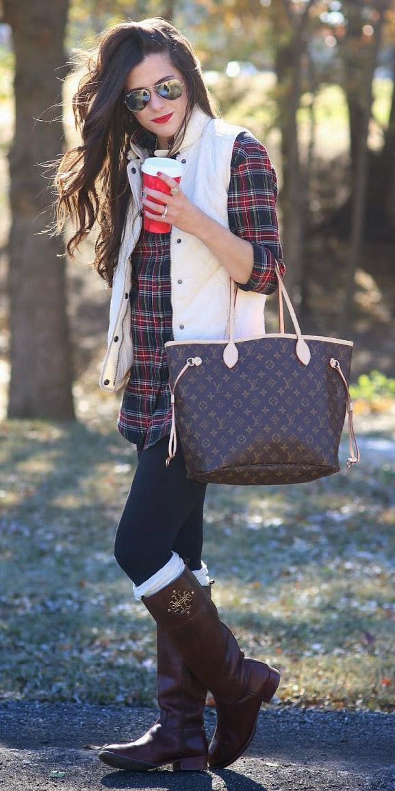 black-leggings-red-plaid-shirt-white-vest-puffer-socks-brown-bag-tote-sun-wear-outfit-fashion-fall-winter-brown-shoe-boots-brun-weekend.jpg