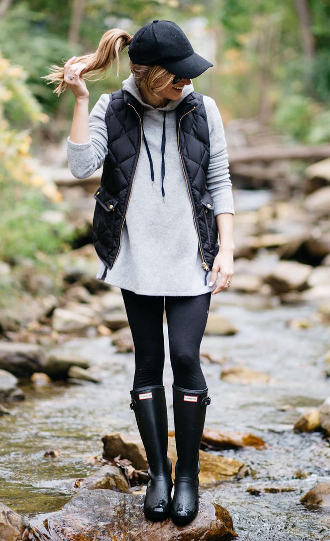 black-leggings-grayl-sweater-sweatshirt-black-vest-puffer-hat-cap-pony-black-shoe-boots-rain-wellies-fall-winter-blonde-weekend.jpg