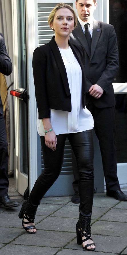 black-leggings-white-top-blouse-black-jacket-crop-pony-black-shoe-sandalh-bracelet-turquoise-scarlettejohansson-wear-outfit-fashion-fall-winter-blonde-work.jpg