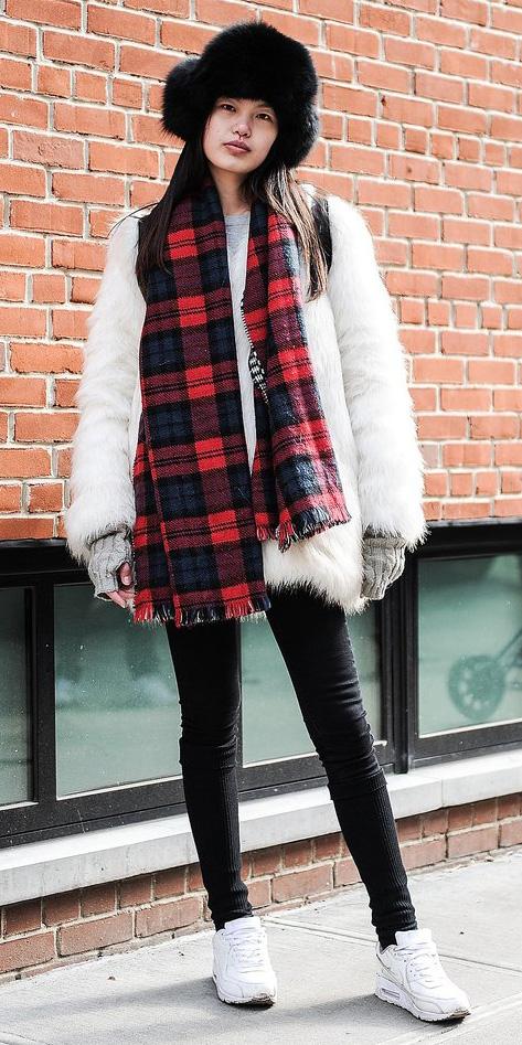 black-leggings-white-jacket-coat-fur-fuzz-wear-outfit-fashion-fall-winter-white-shoe-sneakers-red-scarf-plaid-hat-brun-weekend.jpg