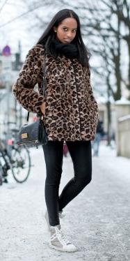 black-leggings-o-tan-jacket-coat-black-scarf-wear-outfit-fashion-fall-winter-white-shoe-sneakers-oversize-leopard-black-bag-brun-weekend.jpg