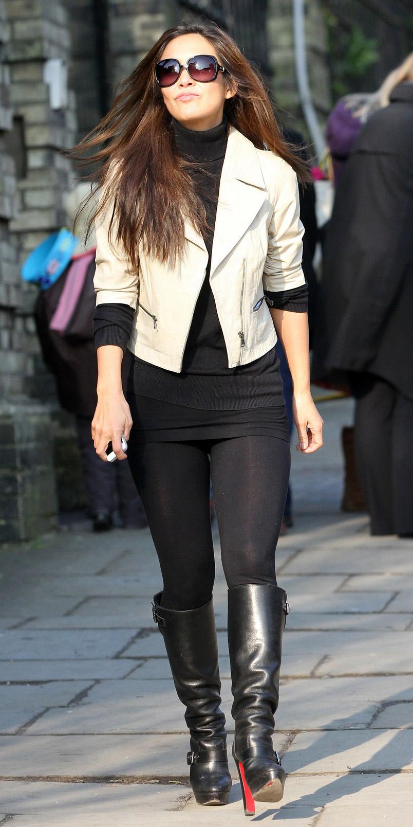 black-leggings-black-sweater-white-jacket-crop-sun-myleeneklass-wear-outfit-fashion-fall-winter-black-shoe-boots-brun-lunch.jpg