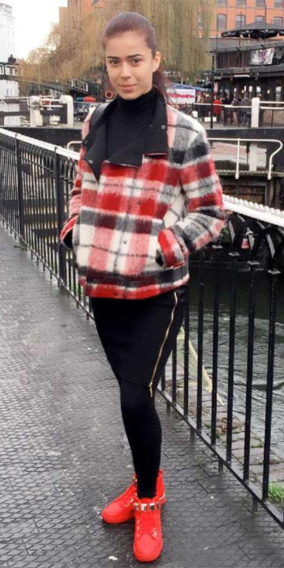 black-leggings-black-sweater-turtleneck-pony-wear-outfit-fashion-fall-winter-red-shoe-sneakers-plaid-red-jacket-coat-brun-weekend.jpg