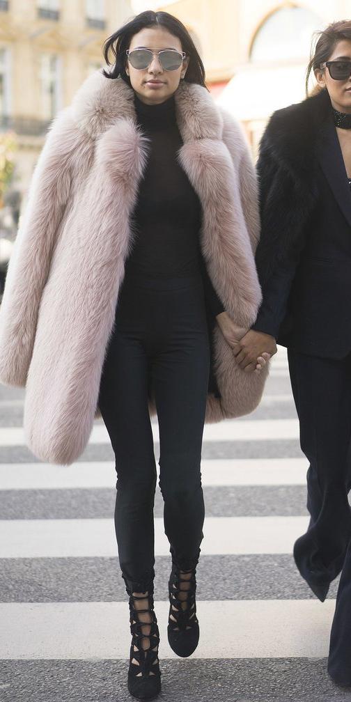 black-leggings-black-sweater-pink-light-jacket-coat-fur-fuzz-black-shoe-booties-sun-turtleneck-wear-outfit-fashion-fall-winter-brun-dinner.jpg