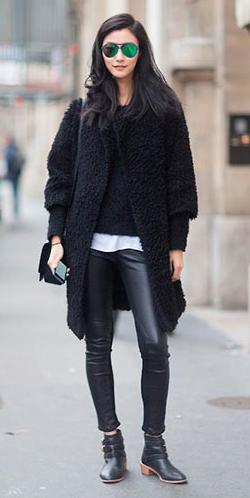 black-leggings-black-sweater-black-jacket-coat-sun-black-bag-wear-outfit-fashion-fall-winter-black-shoe-booties-brun-weekend.jpg