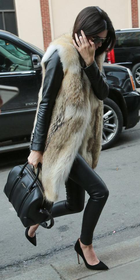 black-leggings-black-jacket-moto-kendalljenner-wear-outfit-fashion-fall-winter-black-shoe-pumps-black-bag-sun-leather-brun-dinner.jpg