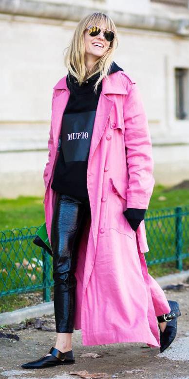 black-leggings-black-sweater-sweatshirt-hoodie-pink-magenta-jacket-coat-trench-blonde-sun-black-shoe-flats-fall-winter-weekend.jpg