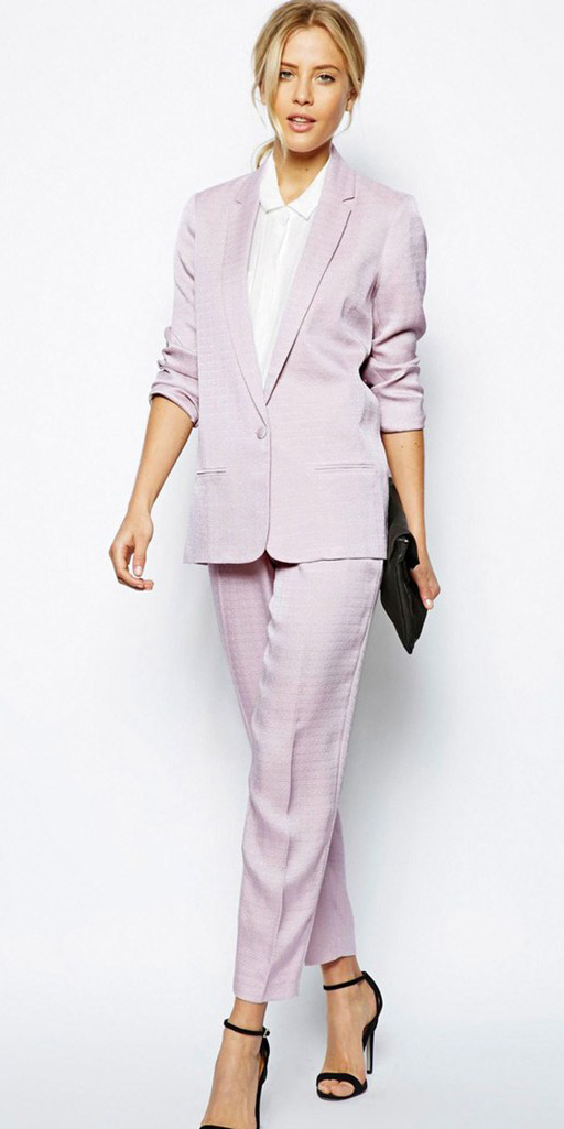 what-to-wear-for-a-summer-wedding-guest-outfit-pink-light-slim-pants-suit-black-shoe-sandalh-blonde-pink-light-jacket-blazer-dinner.jpg