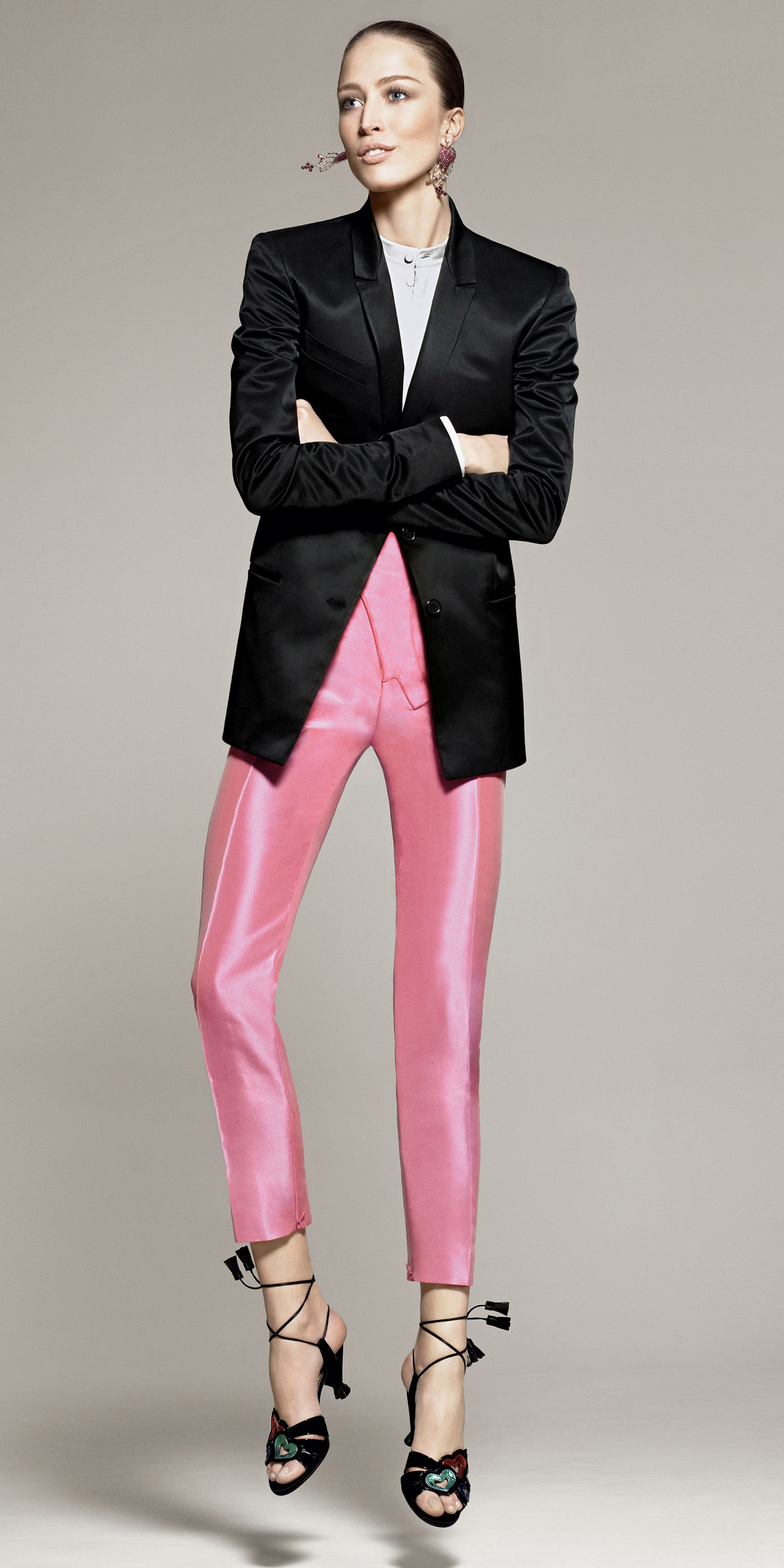 what-to-wear-for-a-fall-wedding-guest-outfit-pink-light-slim-pants-black-jacket-blazer-hairr-bun-earrings-black-shoe-sandalh-dinner.jpg