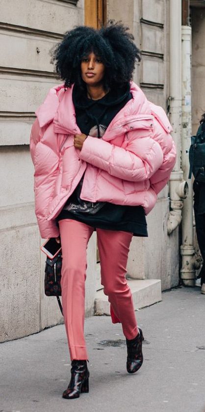 pink-light-slim-pants-black-sweater-sweatshirt-hoodie-black-shoe-booties-pink-light-jacket-coat-puffer-fall-winter-brun-lunch.jpg