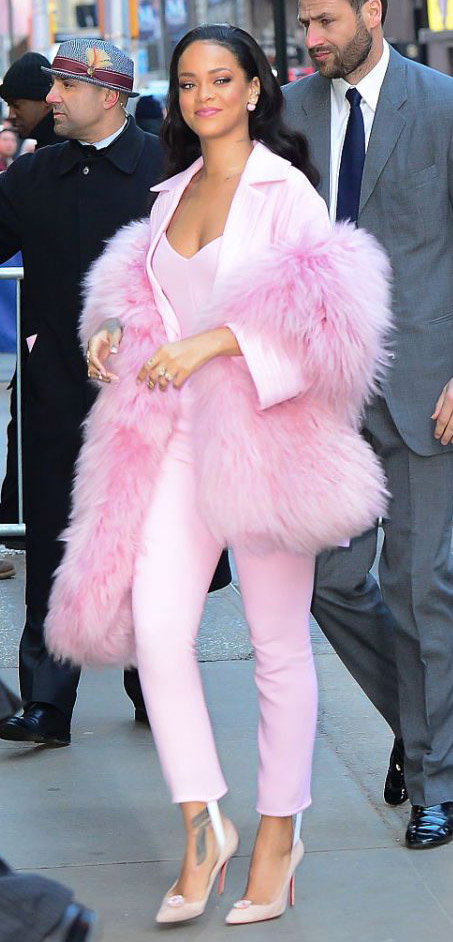 pink-light-slim-pants-pink-light-tee-pink-light-jacket-blazer-suit-pink-light-scarf-stole-fur-pink-shoe-pumps-mono-studs-rihanna-fall-winter-style-brun-work.jpg