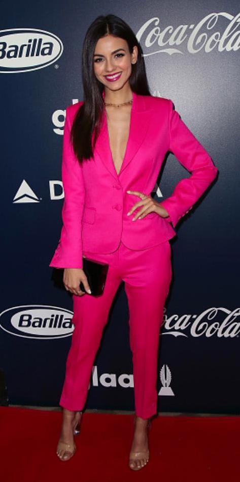 pink-magenta-slim-pants-suit-pink-magenta-jacket-blazer-choker-brun-tan-shoe-sandalh-fall-winter-dinner.jpg
