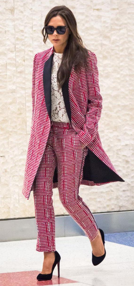 pink-magenta-slim-pants-pink-magenta-jacket-coat-tweed-suit-match-celebrity-newyork-airport-white-top-black-shoe-pumps-victoriabeckham-brun-fall-winter-work.jpg
