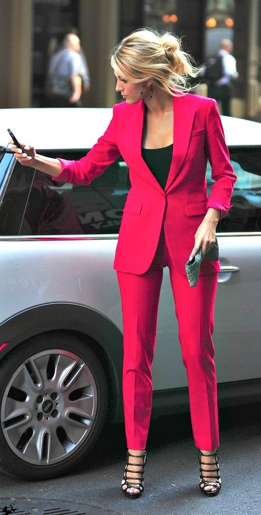 pink-magenta-slim-pants-black-tank-suit-pink-magenta-jacket-blazer-bun-suit-black-shoe-sandalh-spring-blonde-blakelively-dinner.jpg