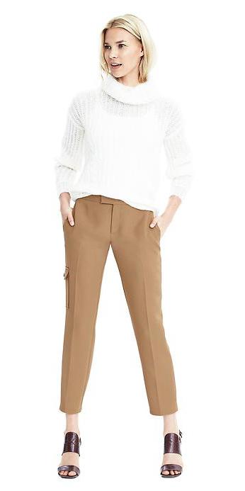 o-tan-slim-pants-white-sweater-howtowear-brown-shoe-sandalh-turtleneck-fall-winter-blonde-lunch.jpg