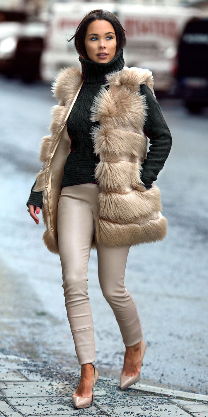tan-slim-pants-black-sweater-turtleneck-tan-vest-fur-brun-tan-shoe-pumps-fall-winter-lunch.jpeg