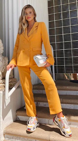 yellow-slim-pants-suit-white-bag-white-shoe-sneakers-dad-chunky-yellow-jacket-blazer-blonde-spring-summer-lunch.jpg