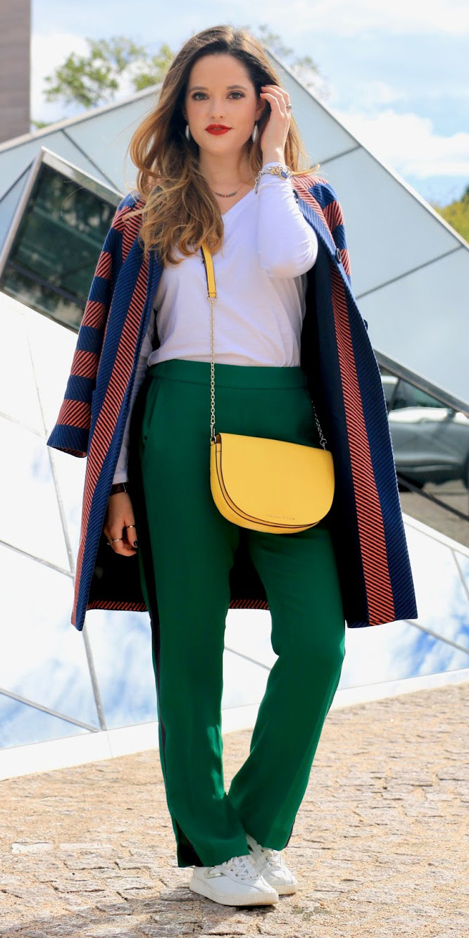 green-dark-slim-pants-trackpants-yellow-bag-white-tee-hairr-blue-navy-jacket-coat-stripe-white-shoe-sneakers-fall-winter-lunch.jpg