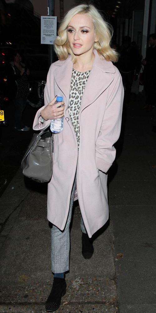 grayl-slim-pants-pink-light-jacket-coat-gray-bag-fearnecotton-blonde-fall-winter-lunch.jpg