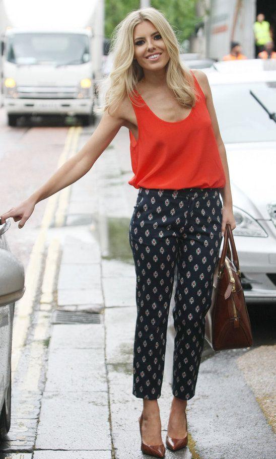 how-to-style-black-slim-pants-print-orange-cami-blonde-brown-shoe-pumps-brown-bag-spring-summer-fashion-lunch.jpg