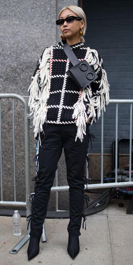 black-slim-pants-black-sweater-black-bag-fannypack-sun-blonde-black-shoe-booties-fall-winter-work.jpg