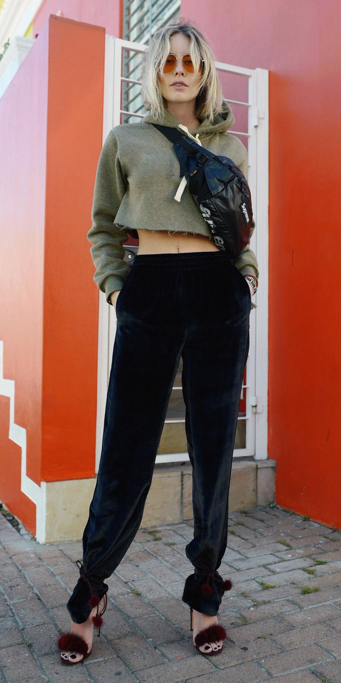 black-slim-pants-velvet-red-shoe-sandalh-green-olive-sweater-sweatshirt-hoodie-black-bag-fannypack-blonde-sun-fall-winter-lunch.jpg