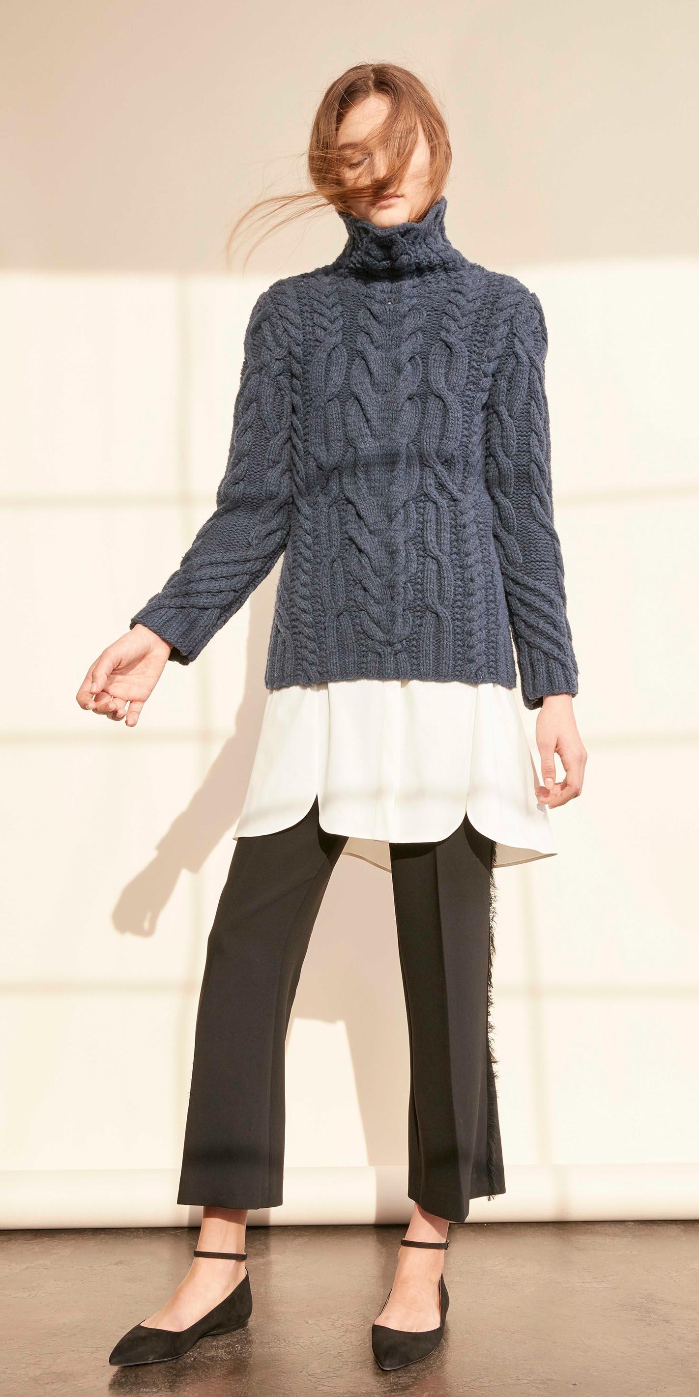 black-slim-pants-black-shoe-flats-blue-navy-sweater-turtleneck-layer-howtowear-fall-winter-hairr-work.jpg