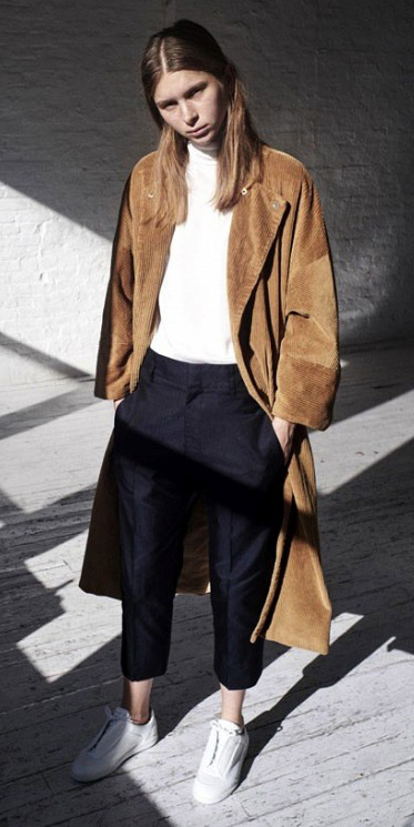 black-slim-pants-white-top-o-camel-jacket-coat-white-shoe-sneakers-howtowear-fashion-style-outfit-fall-winter-minimal-cool-hairr-weekend.jpg