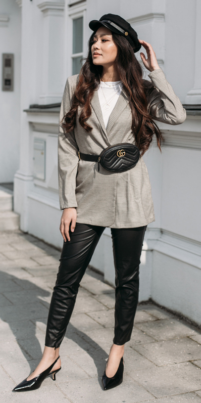 black-slim-pants-white-tee-black-bag-fannypack-tan-jacket-blazer-brun-hat-newsboycap-black-shoe-pumps-fall-winter-lunch.jpg