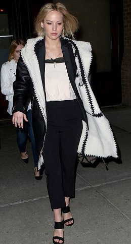 black-slim-pants-black-jacket-coat-shearling-black-shoe-sandalh-jenniferlawrence-style-fall-winter-blonde-lunch.jpg