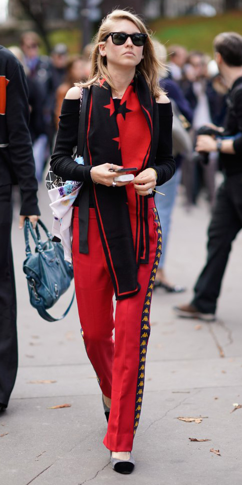 red-wideleg-pants-trackpants-black-sweater-offshoulder-red-scarf-blonde-sun-black-shoe-pumps-fall-winter-lunch.jpg