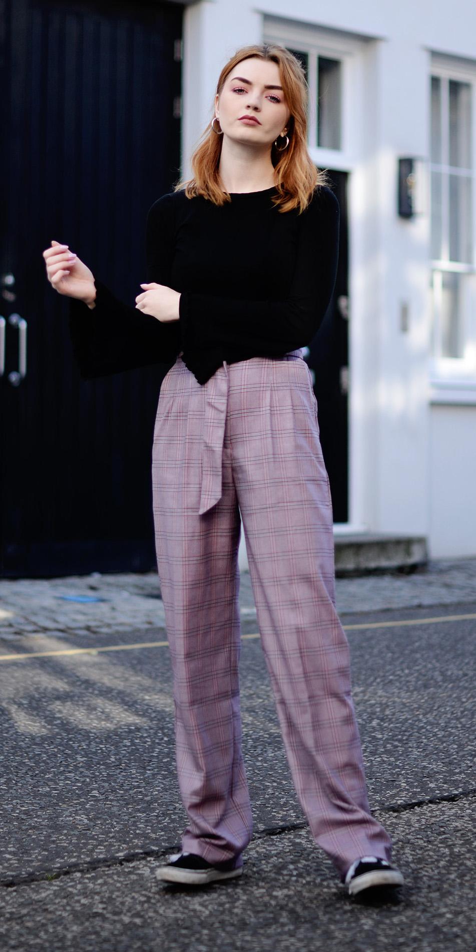 pink-light-wideleg-pants-black-top-black-shoe-sneakers-hairr-hoops-fall-winter-weekend.jpg