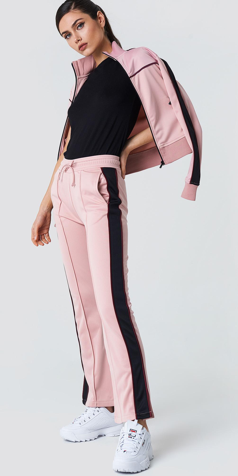 pink-light-wideleg-pants-trackpants-black-tee-pink-light-bomber-jacket-white-shoe-sneakers-pony-fall-winter-weekend.jpg