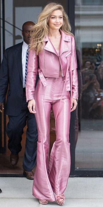 pink-light-wideleg-pants-pink-light-jacket-moto-mono-pink-shoe-sandalw-blonde-gigihadid-spring-summer-dinner.jpg