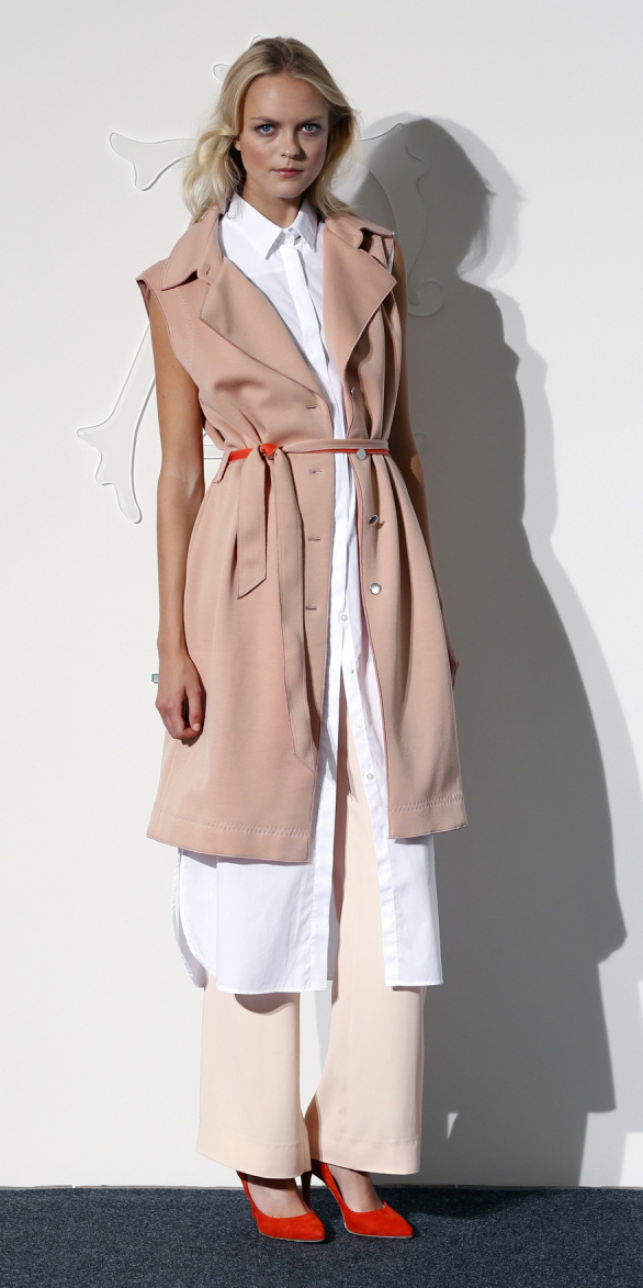 peach-wideleg-pants-white-top-tunic-belt-orange-shoe-pumps-tonal-pink-light-vest-utility-trench-blonde-spring-summer-lunch.jpg