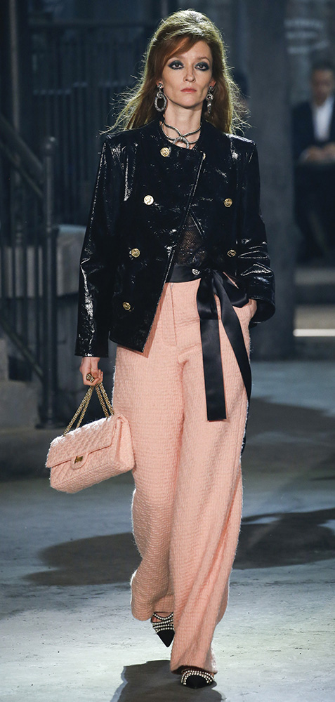 o-peach-wideleg-pants-black-top-black-jacket-coat-earrings-necklace-peach-bag-black-shoe-pumps-hairr-howtowear-fashion-style-outfit-spring-summer-chanel-lunch.jpg