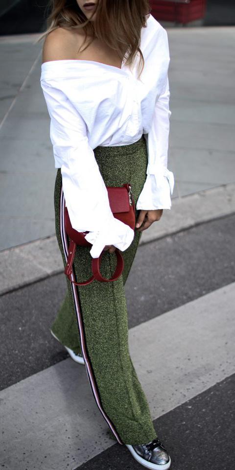 green-olive-wideleg-pants-trackpants-gray-shoe-sneakers-hairr-white-top-burgundy-bag-fall-winter-lunch.jpg