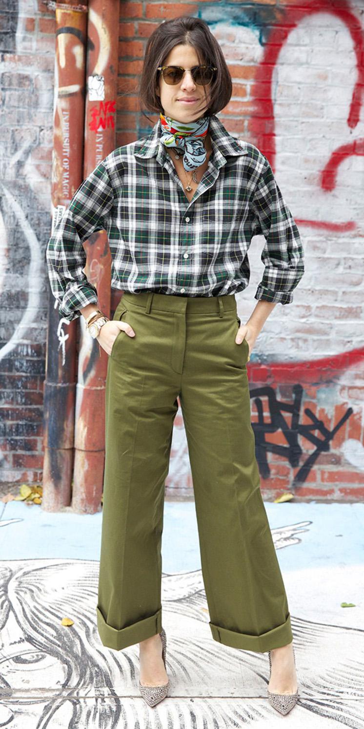 green-olive-wideleg-pants-chinos-blue-light-scarf-neck-green-dark-plaid-shirt-fall-winter-brun-lunch.jpg