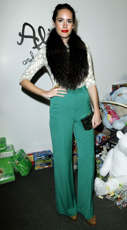 green-emerald-wideleg-pants-white-top-black-scarf-fur-hairr-tan-shoe-pumps-fall-winter-holiday-christmas-outfits-dinner.jpg