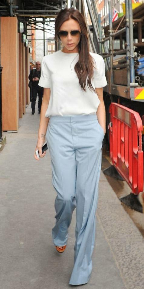 blue-light-wideleg-pants-white-top-victoriabeckham-sun-spring-summer-brun-work.jpg