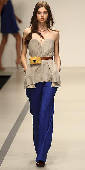 blue-navy-wideleg-pants-tan-top-strapless-yellow-bag-fannypack-hairr-spring-summer-lunch.jpg
