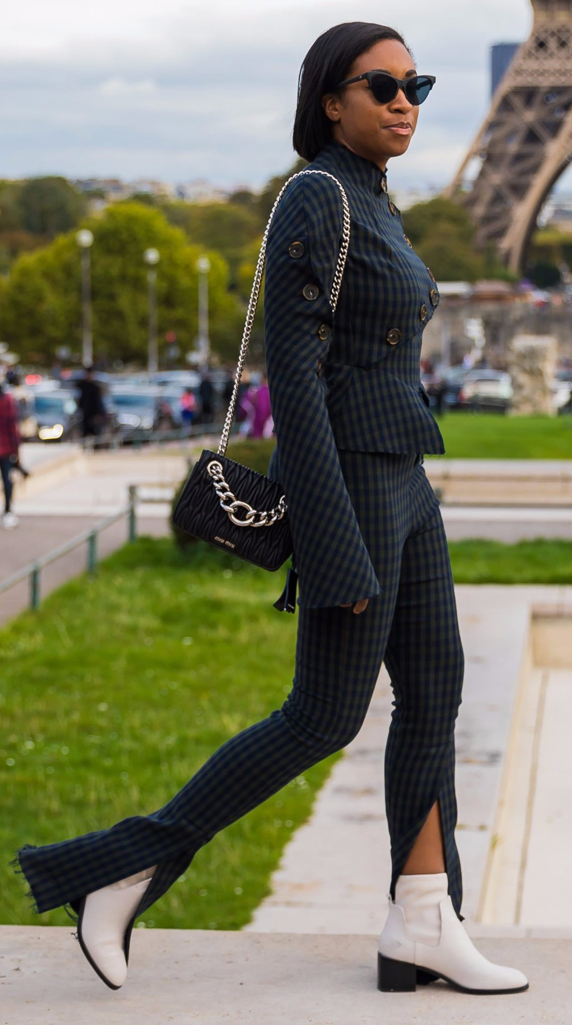 blue-navy-wideleg-pants-plaid-match-set-brun-sun-black-bag-white-shoe-booties-fall-winter-lunch.jpg