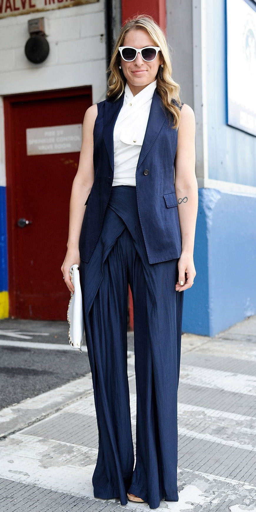 blue-navy-wideleg-pants-white-top-sun-blonde-blue-navy-vest-tailor-suit-spring-summer-work.jpg