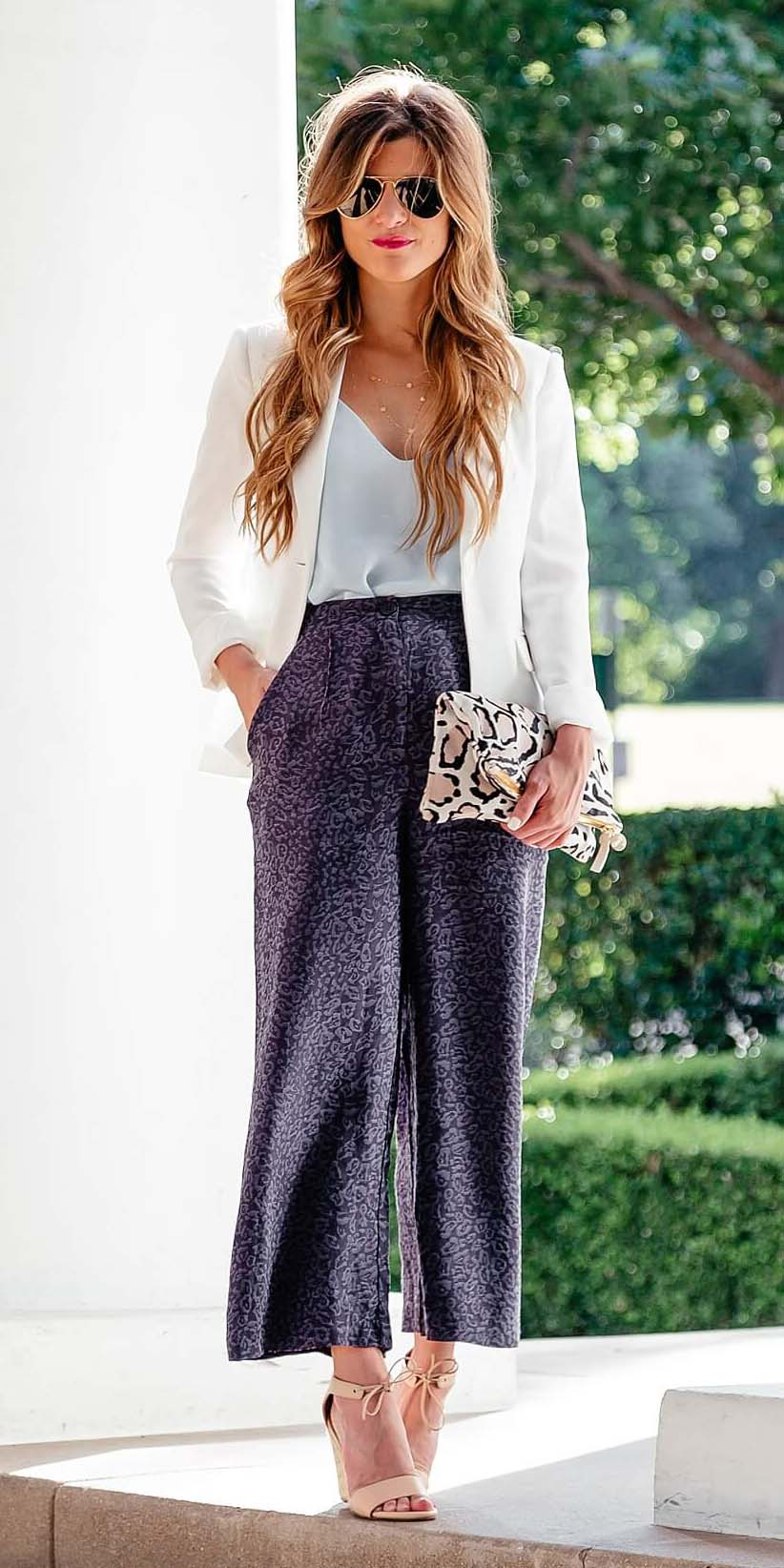 blue-navy-wideleg-pants-blue-light-cami-white-jacket-blazer-tan-shoe-sandalh-spring-summer-blonde-dinner.jpg