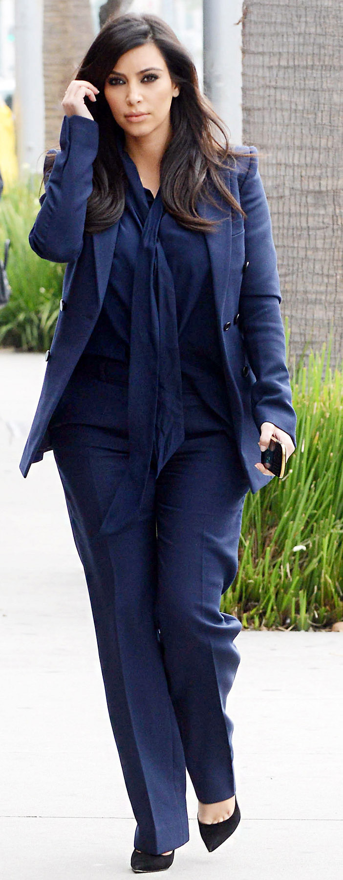 blue-navy-wideleg-pants-blue-navy-top-blouse-blue-navy-jacket-blazer-suit-mono-black-shoe-pumps-kimkardashian-brun-fall-winter-work.jpg