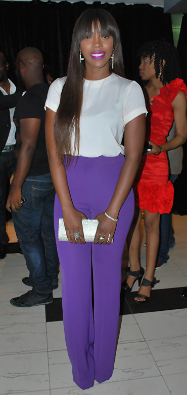 purple-royal-wideleg-pants-white-top-white-bag-clutch-earrings-howtowear-fashion-style-outfit-brun-spring-summer-dinner.jpg