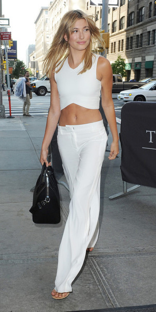 white-wideleg-pants-black-bag-white-crop-top-spring-summer-blonde-haileybaldwin-lunch.jpg