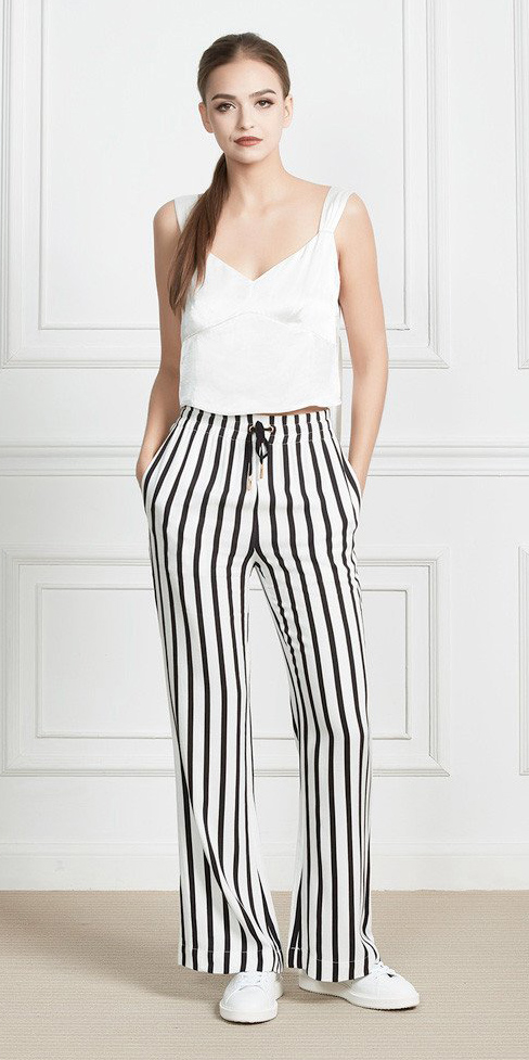 white-wideleg-pants-white-cami-vertical-stripe-pony-white-shoe-sneakers-spring-summer-hairr-lunch.jpg