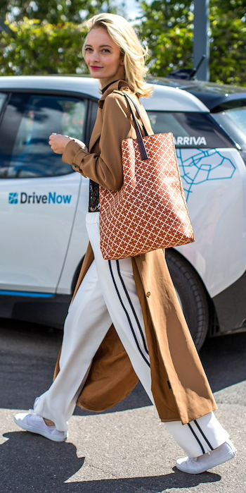 white-wideleg-pants-trackpants-camel-jacket-coat-trench-camel-bag-tote-blonde-white-shoe-sneakers-fall-winter-weekend.jpg